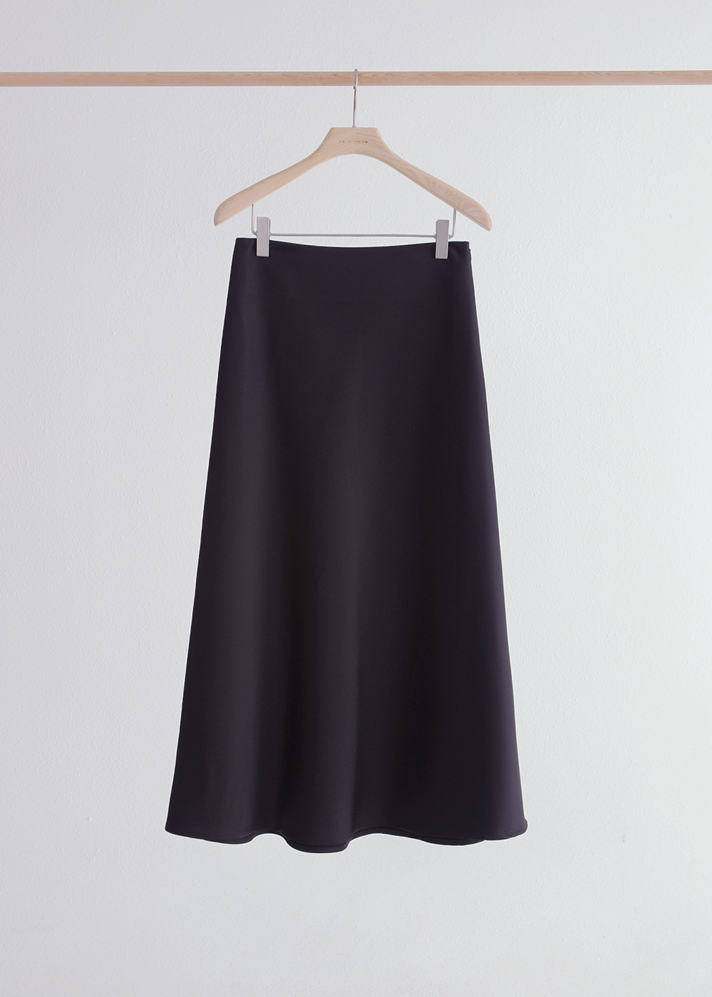 20FW Satin flare skirt